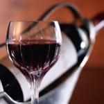 Красное и сухое вино понижает или повышает давление?
